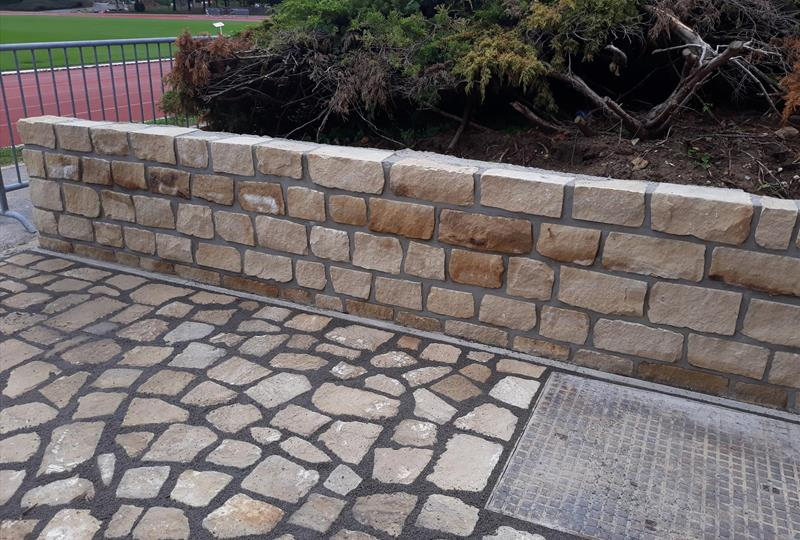 Outdoor area - quarry stone wall