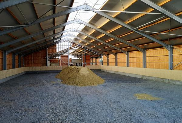 Riding facility for horse breeding and training, Redingen